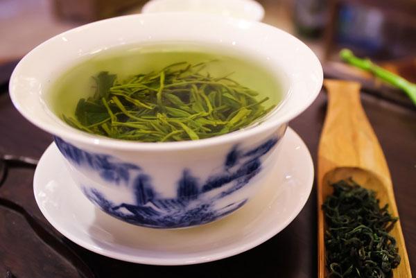 preparazione del tè verde